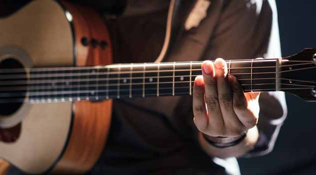 Online Guitar Lessons – Best Sites Compared & Tips On What To Look For