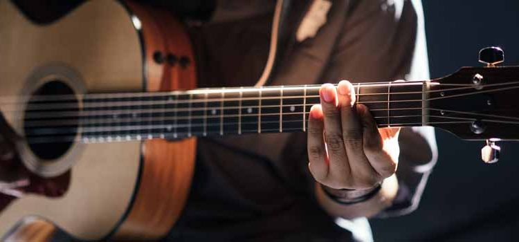 Online Guitar Lessons – What You Should Know & The Best Sites Compared